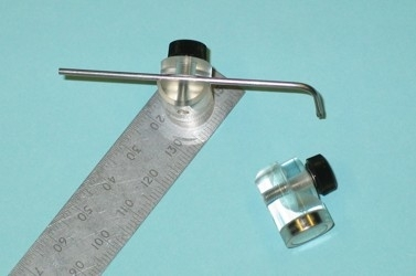 Magnetic perfusion tube holder
